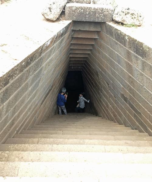 聖なる井戸への階段。。。