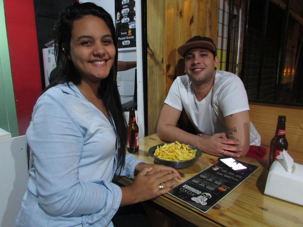 O casal Adrianne e João