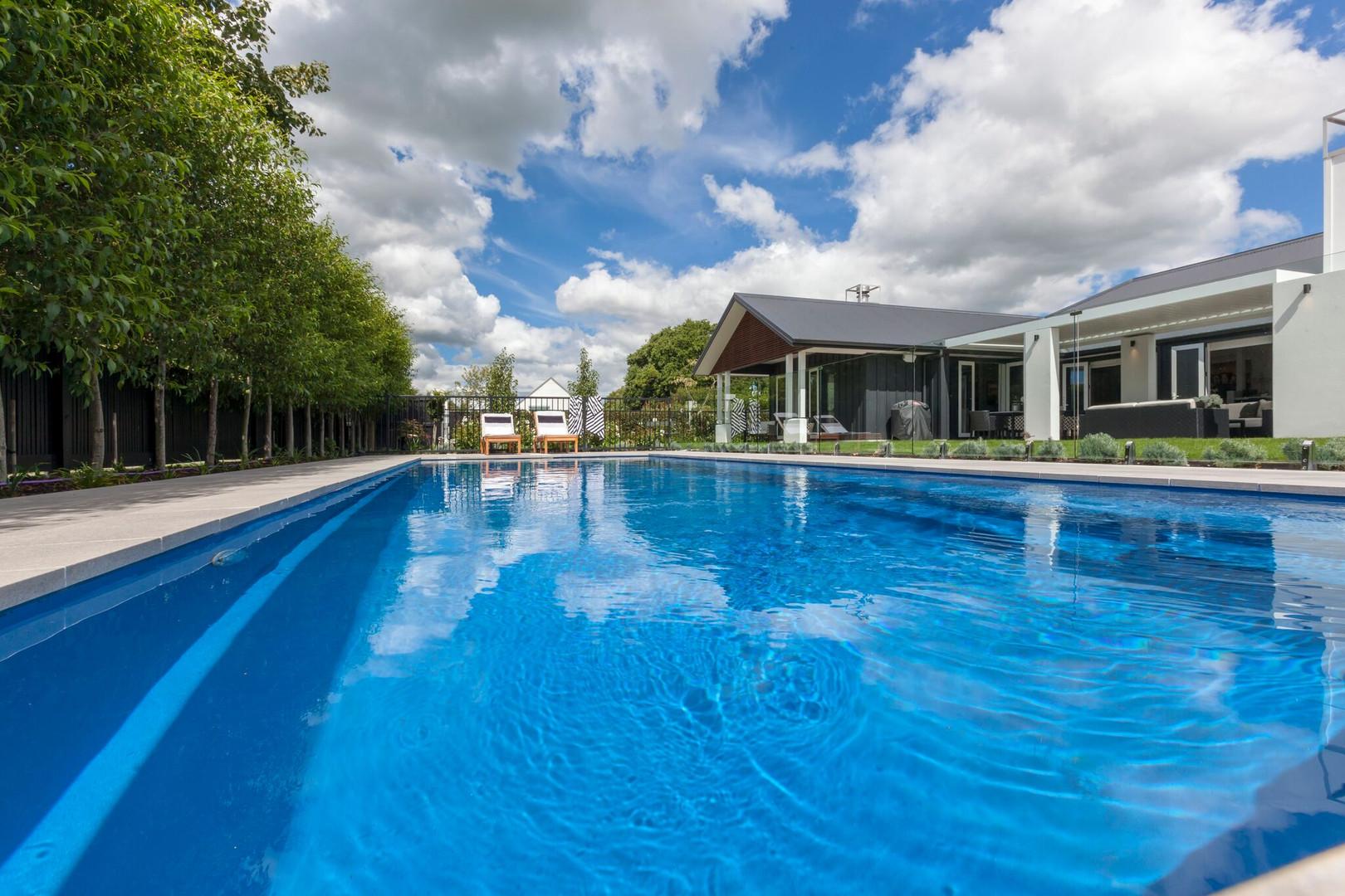 Lodge style home & pool