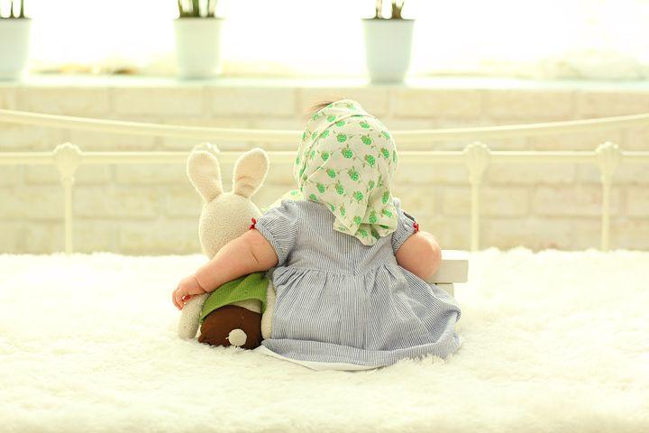 baby-behind-1767804__480.jpg