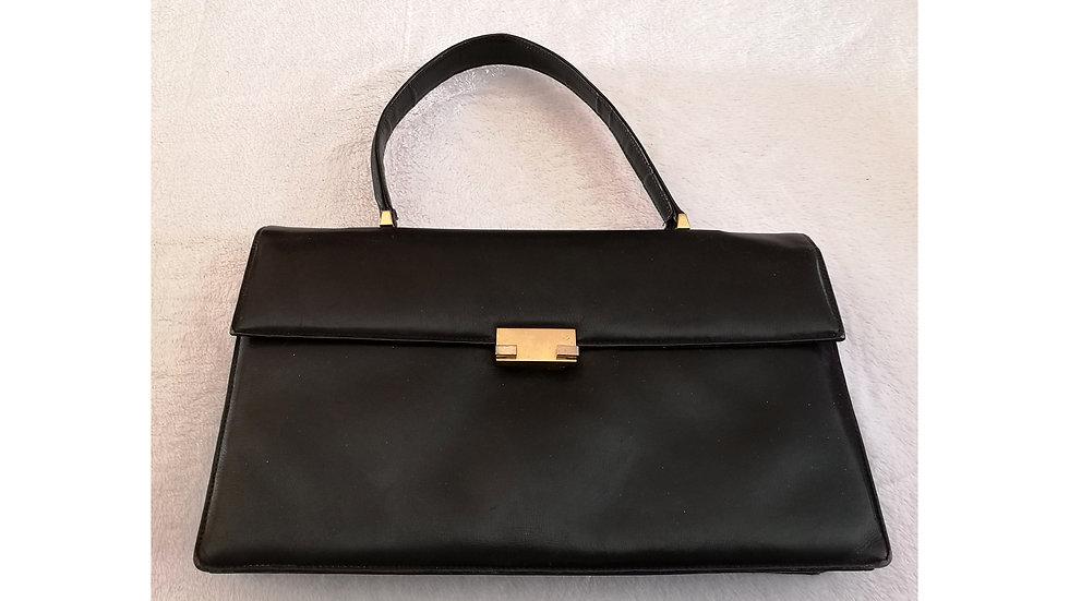 Sac à main vintage en cuir noir de forme cartable porté épaule