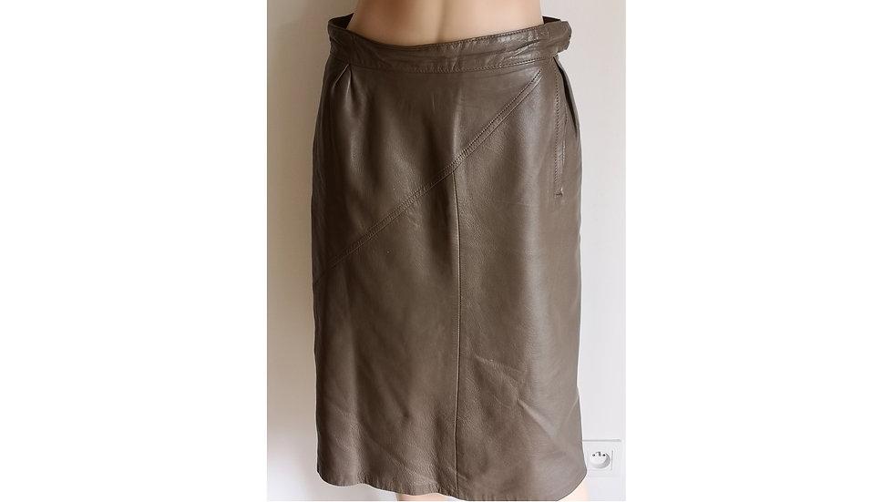 Jolie jupe mi-longue en cuir couleur taupe vintage
