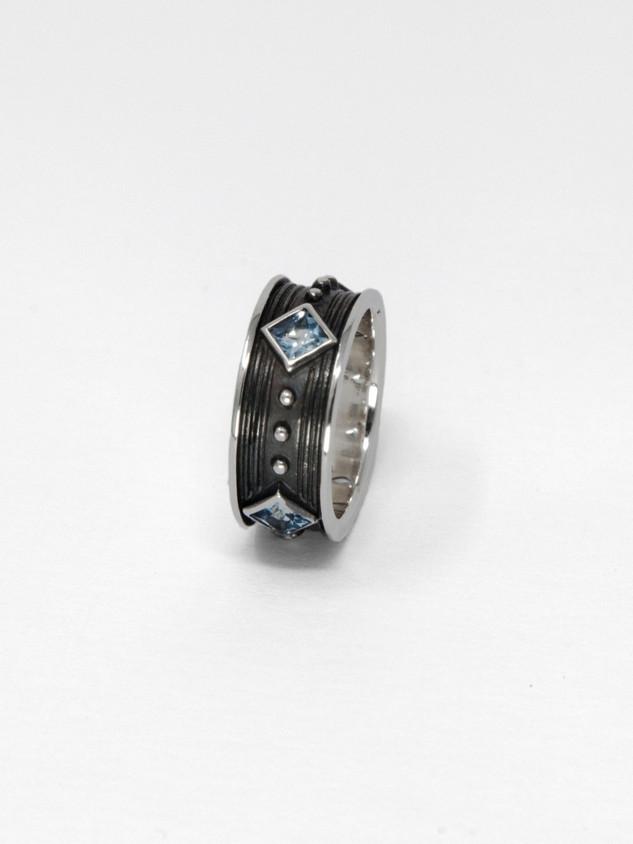 Aqua Ring € 420
