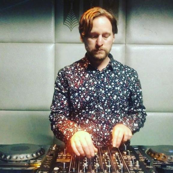 Marc Moglen DJing by Diana Betancourt, 2