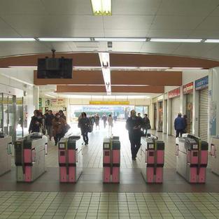 1. 三ツ境駅の改札を出る