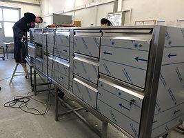 Produktion Handarbeit Kühltheke Kuehltheke