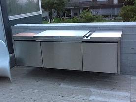 Grill Beton Wand schwebend Design