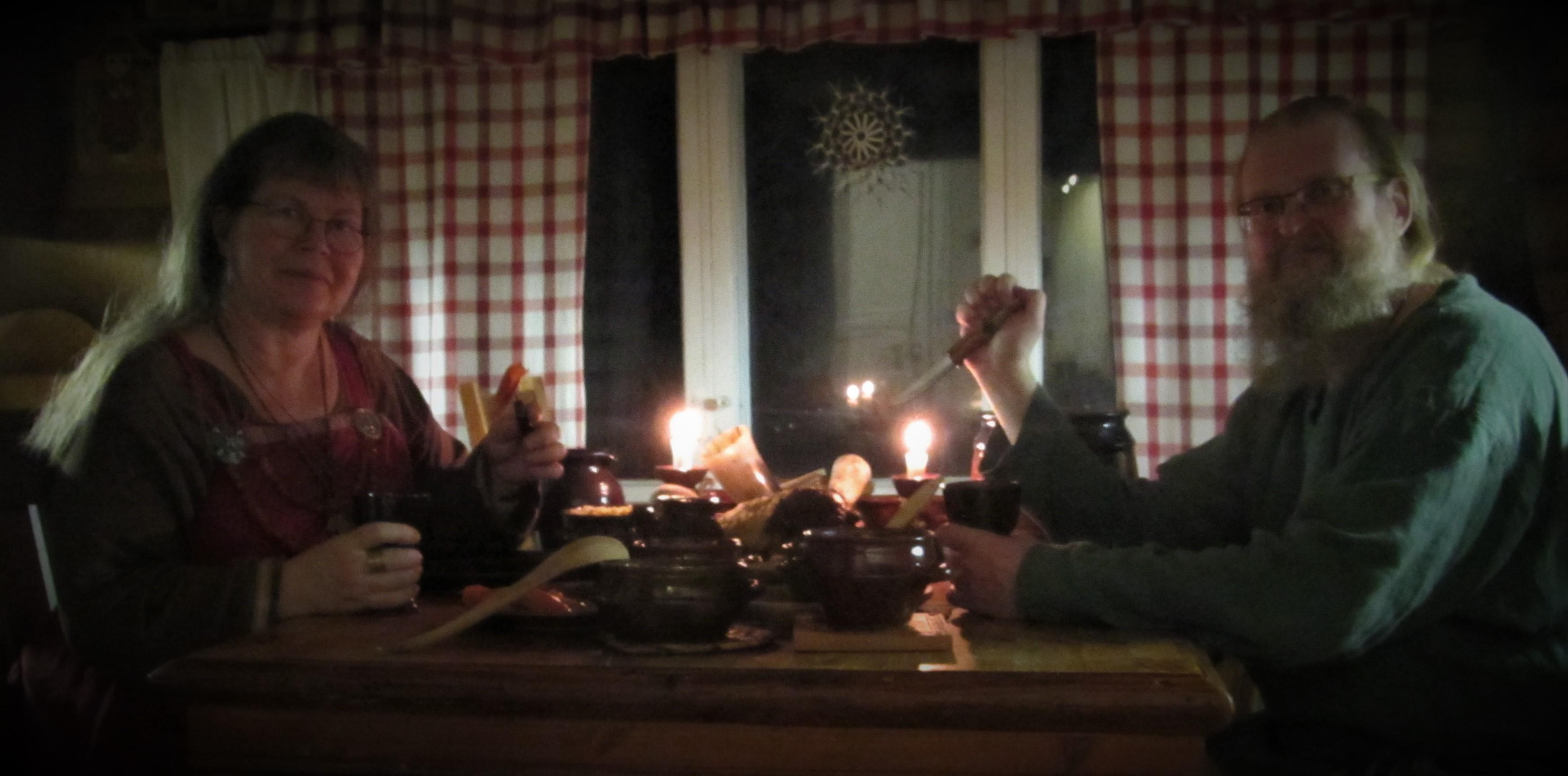 Kielomäki_joulupöytä_isäntäväki
