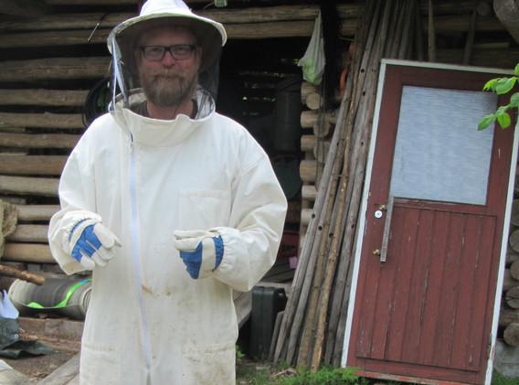 Kielomäki_mehiläistarhaaja_1.jpg