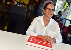 """""""Então, Maria Bethânia"""" tem 368 pags"""