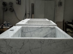 Tailor-made washbasin in Statuarietto