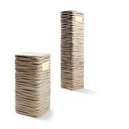 Lampade Strato out per esterni e giardini in marmo travertino, disponibili in diverse altezze.