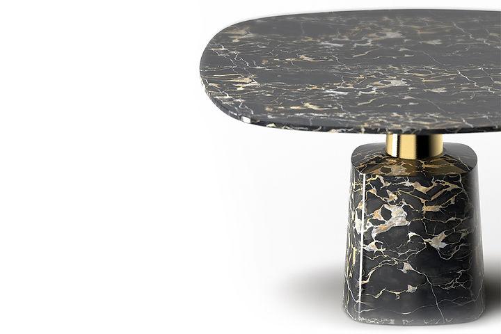tavolo in marmo con e cono in metallo