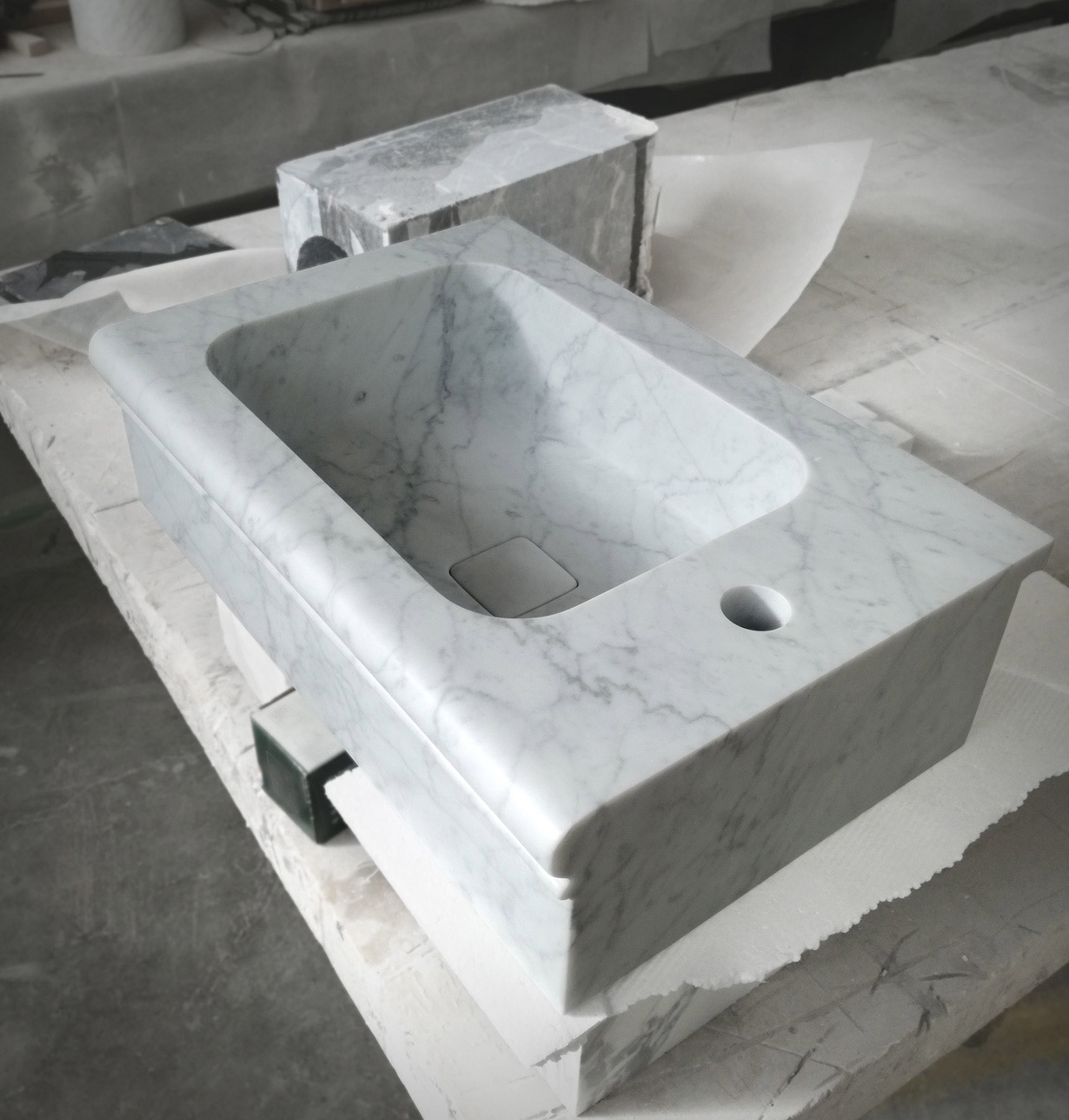 Tailor-made washbasin in Carrara