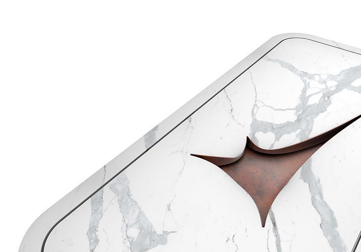 lavabo in marmo arrotondato con finiture in metallo