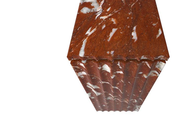 console curves in marmo rosso francia a macchie bianche con rivestimenti interni in ottone lucido