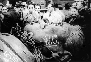 1956_hungarians_stalin_head.jpg