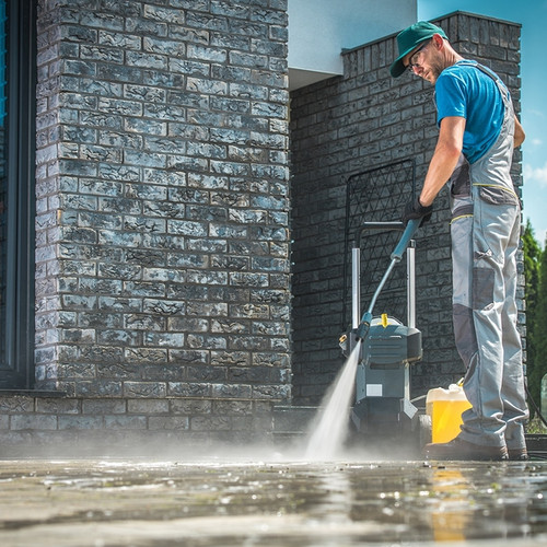 Pressure-Washer-Cleaning-In-Fr-251642656