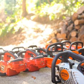 チェンソーでの樹木伐採時の事故や危険性について [海外事故動画あり] 三重県剪定伐採専門店 剪定屋空