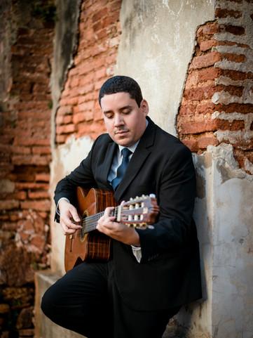 Raúl Quiñones - Guitarrist