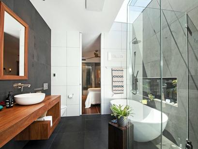 Parkmore Rd - Bathroom.png
