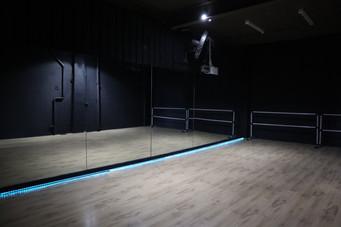 STUDIO 2 (BLACK ROOM)