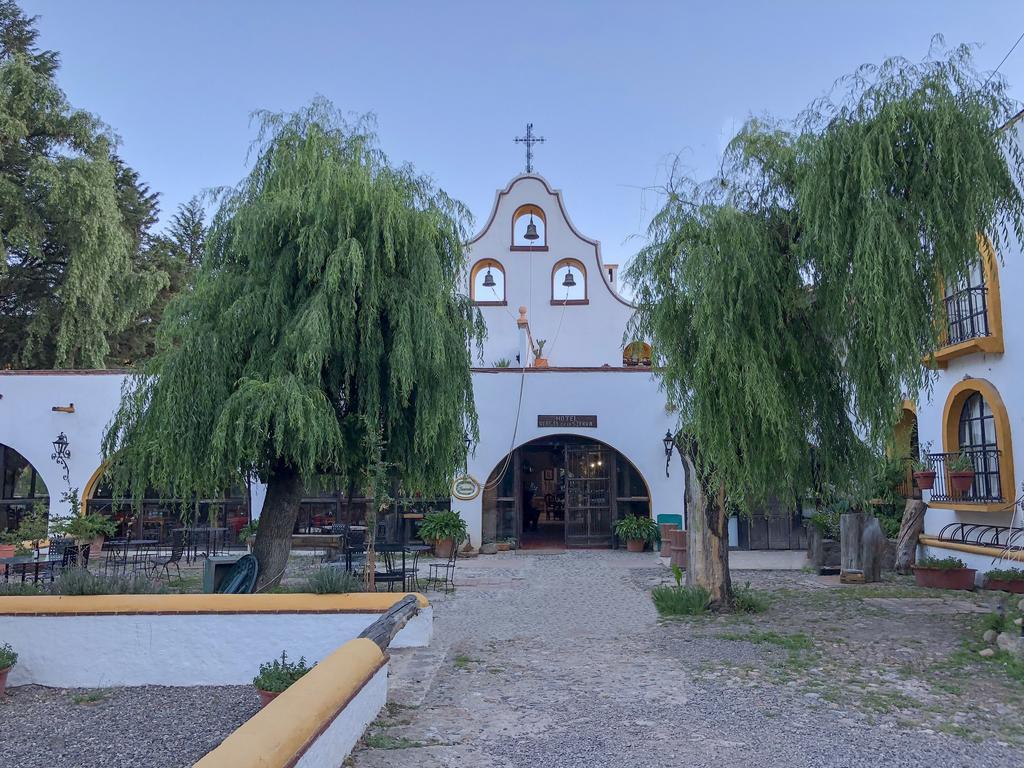 THE CABALGATA OF CRISTO REY, Entre Oreja