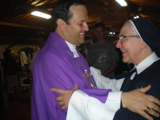 Mons. Ricardo con la Madre Alicia Echeverri