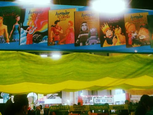 El pabellón colorido de la Feria del Libro