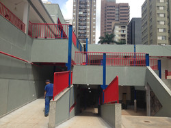 Edifício de Andares Múltiplos em Estrutura Metálica