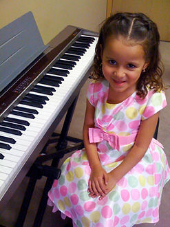 Thousand Oaks piano lessons student at her keyboard