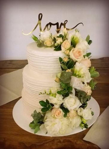 Tort ślubny, rustykalny, kwiatowy, delikatny