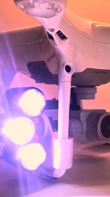 Phantom 4 Searchlight