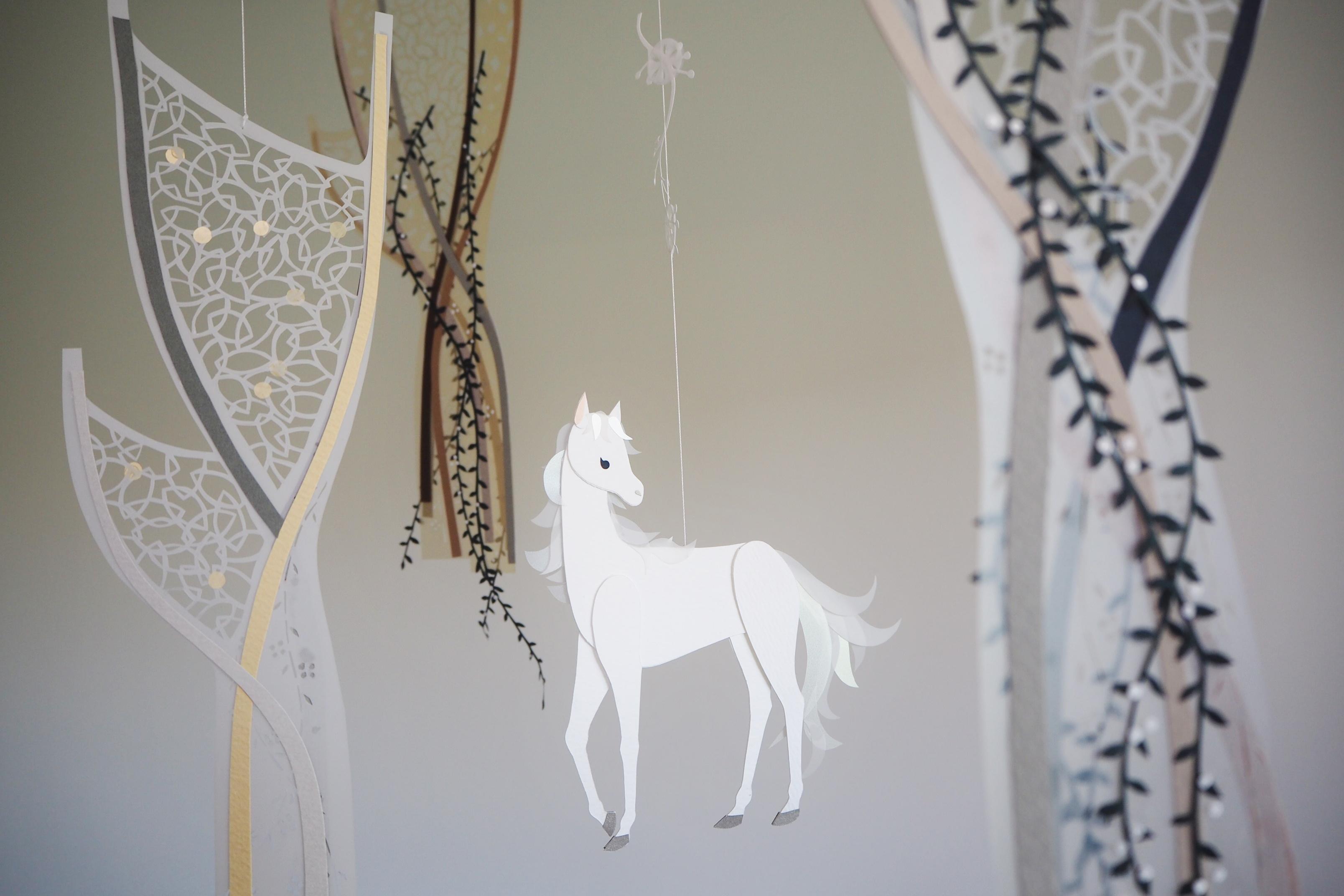 木と息する*白い馬