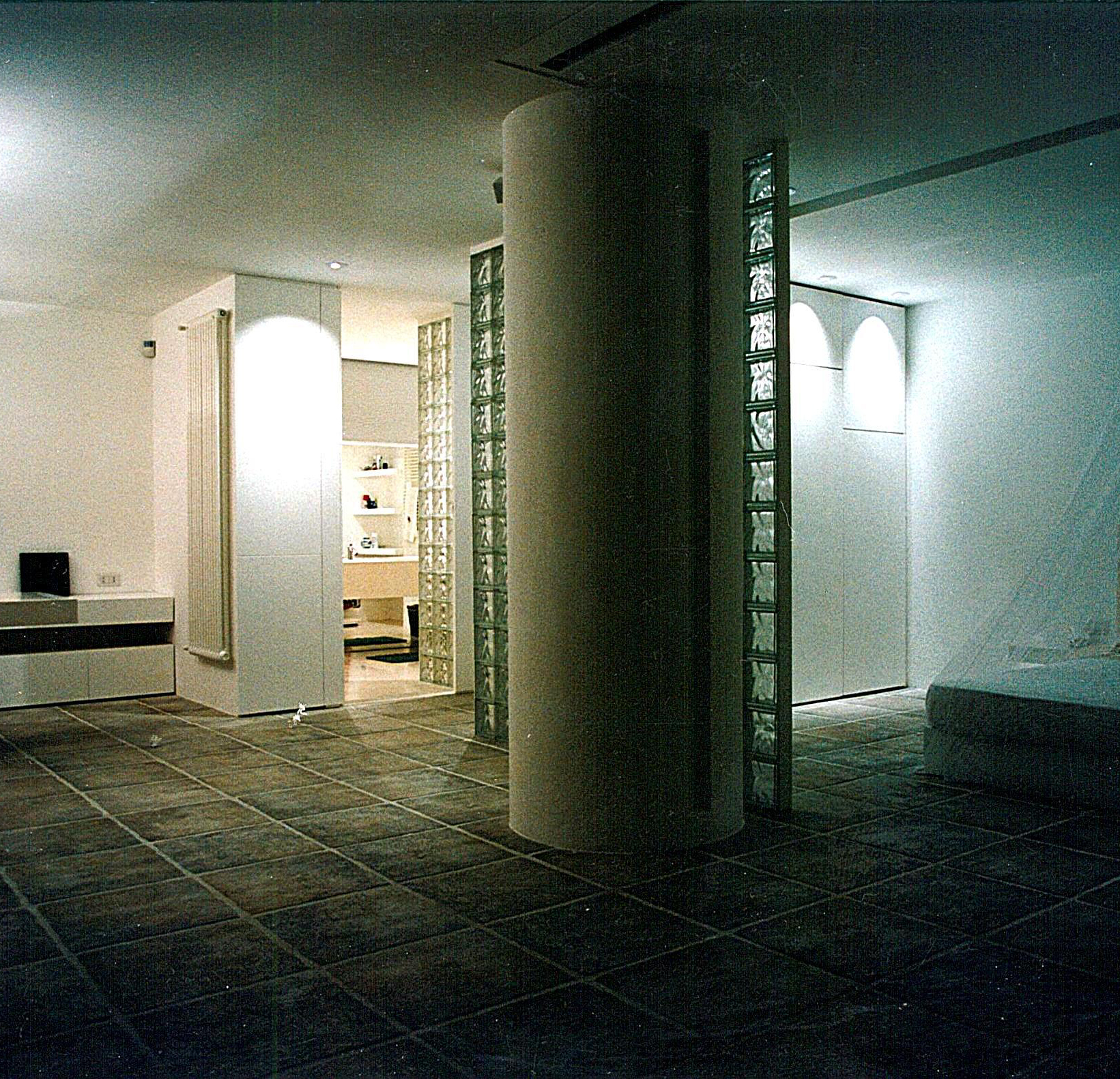 MF HOLLYDAY HOUSE .1998