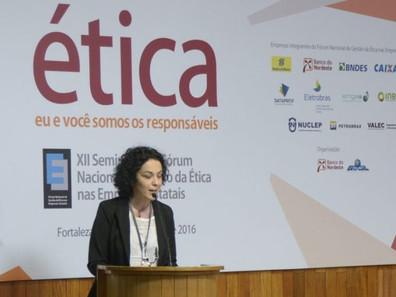 """""""Filósofa"""" defensora de assaltos recebeu R$ 77 mil para ensinar """"ética"""" em estatais"""
