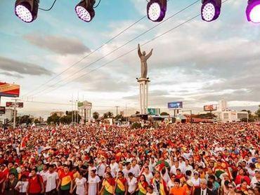 """Após fim da censura, multidão vai às ruas declarar que """"Jesus Cristo é o Senhor da Bolívia"""""""