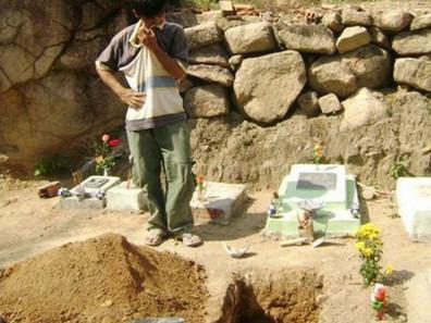 Homem recolhia bebês abortados para os sepultar, mas depois descobriram sua verdadeira intenção