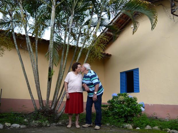 Benedita, de 86 anos, e Edésio Barreto, de 89, comemoram 70 anos de casamento (Foto: Camilla Motta/G1)