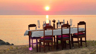 Selection_Dinner_Table_Sunset.jpg