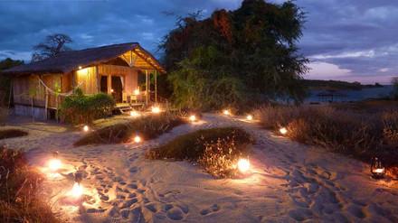 Beach_Bungalow_evening_lanterns-I.jpg
