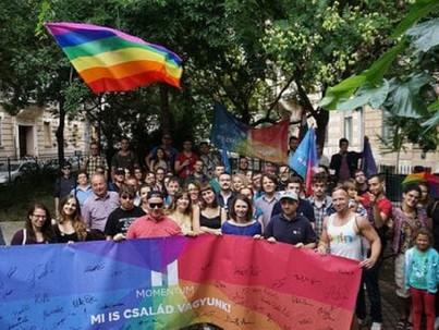 A Momentum külföldi szervezetei is felvonulnak a pride-okon