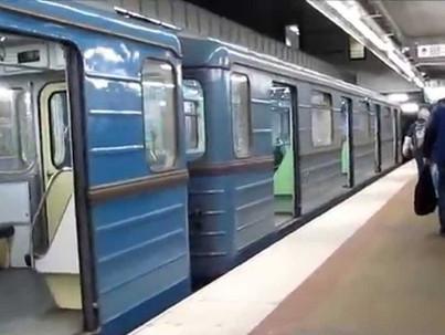 Metró - Nyugaton melegekkel hirdet, Budapesten buziznak