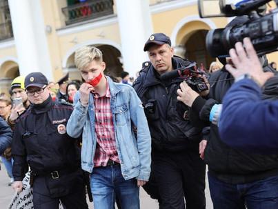 Szentpétervár: Lecsukták az LMBT aktivistákat, akik békésen tiltakoztak