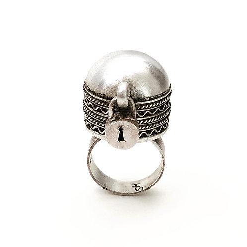 Silver lock ring