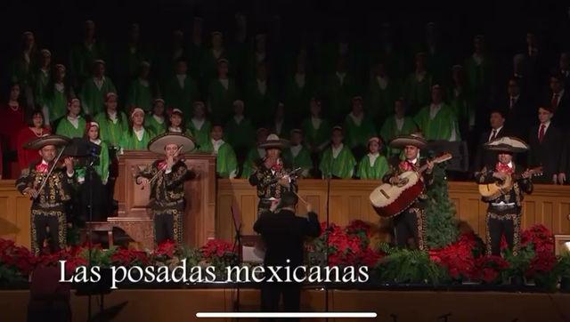 Una posada Mexicana con villancicos y piñata.
