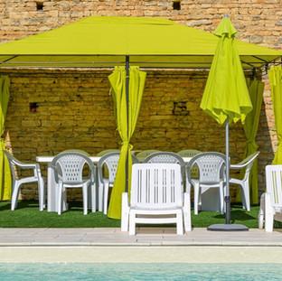 Pool & dining area