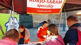 Náš stánek na plzeňských farmářských trzích a naši milí zákazníci :).