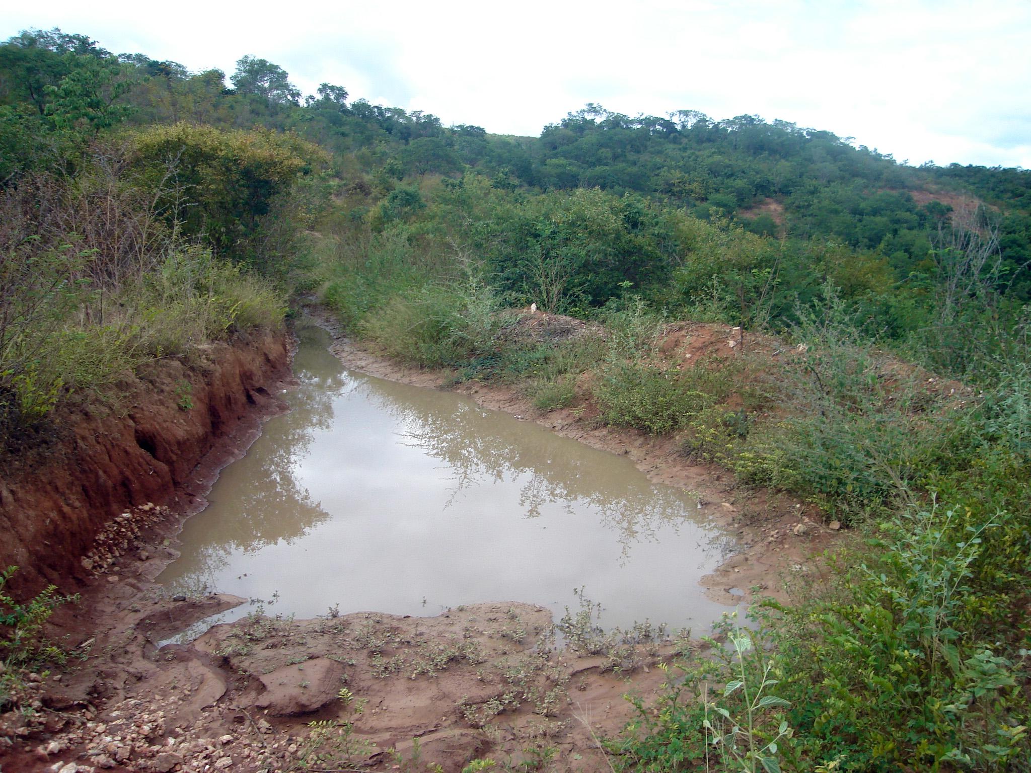 retenção de água no canal
