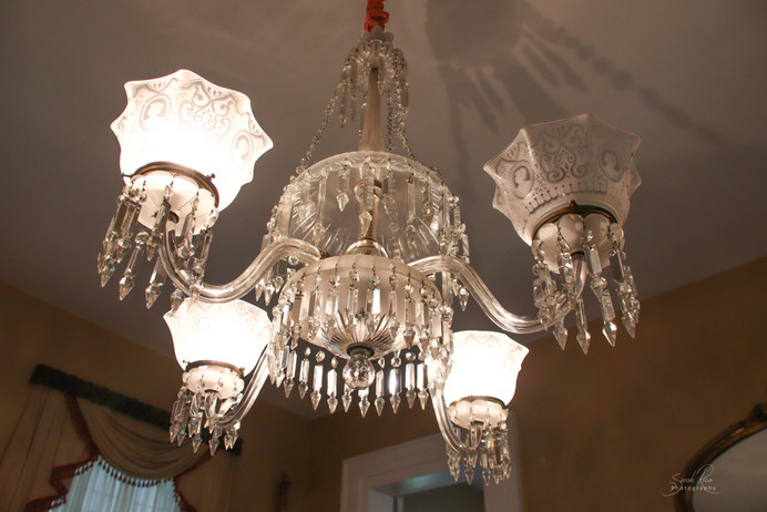 Photo of chandelier at The Pillars